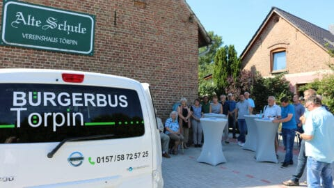Bürgerbus und Menschen