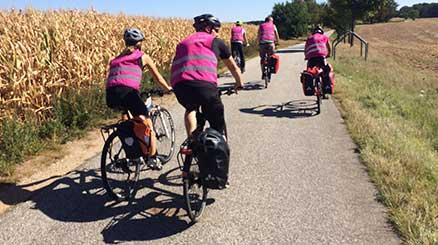 Radfahrergruppe von hinten