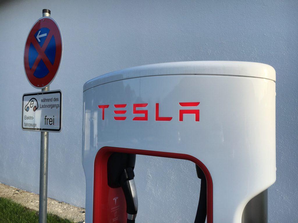 Tesla-Ladesäule Elektroauto